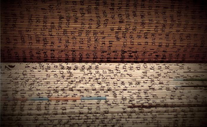 In Büchern liegt die Seele aller gewesenen Zeit. Aus alten Büchern können aber auch neue Kunstwerke entstehen: gefaltete Buchskulptur, DIY von Dorothea Koch.