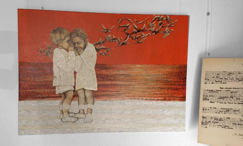 Kunst für Bücher-liebende und bibliophile-collage aus buchseiten-Pointillismus-kinder-flüstern-papierkraniche-acrylmalerei