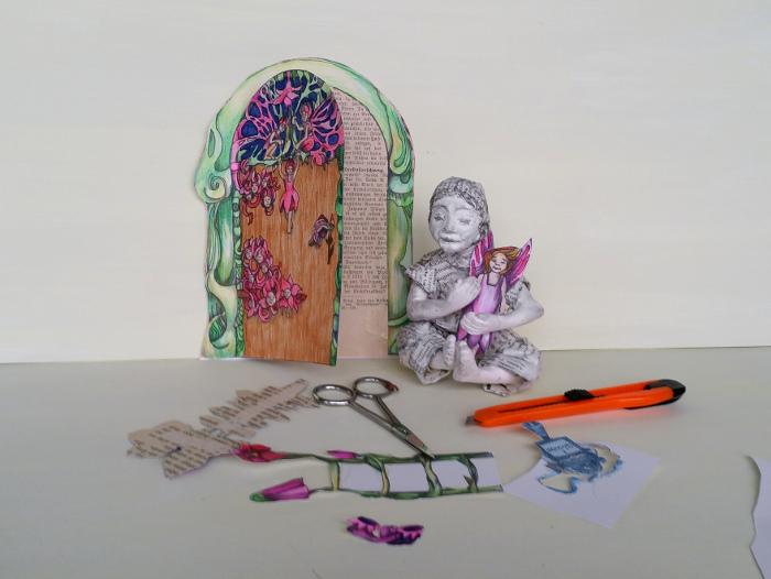 Bastelanleitung: Eine Elfen-tür selber machen. Bastelanleitung für eine Tür zum Reich der Elfen und Feen aus Papier und Buchseiten.