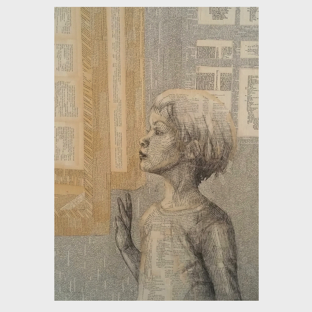 Collage aus Buchseiten, Fragmente alter, vergilbter Buchseiten, als Collage zusammengeklebt: Ein Mädchen sieht aus dem Fenster. Das lesende Kind und der Raum, das Fenster und ihre Umgebung sind aus Buchseiten gestaltet.