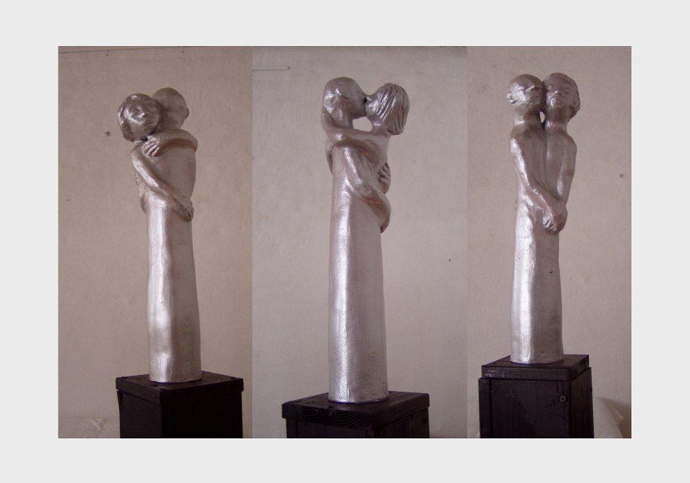 Silber farbene Skulpturen Reihe: Liebe, der Kuss