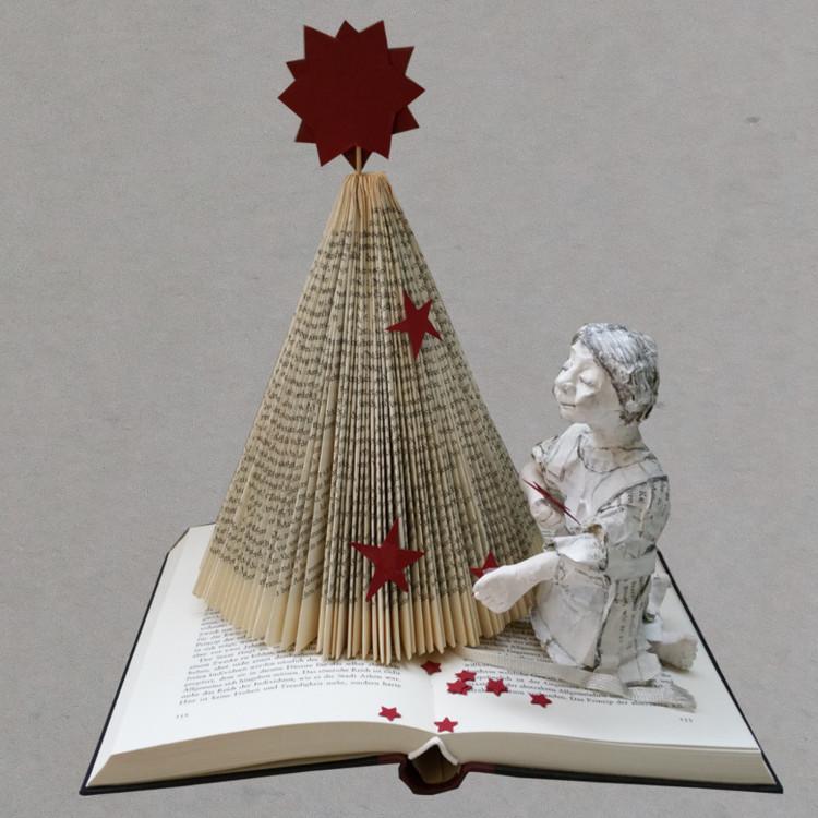 Weihnachtsbaum aus Buch falten, einfache Schritt für Schritt Anleitung.