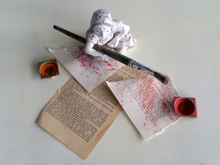 Buchseiten bieten eine schöne Farbpalette: Die Patina alter, vergilbter und abgegriffener Bücher erinnert an die Farben der Blätter im herbstlichen Wald.