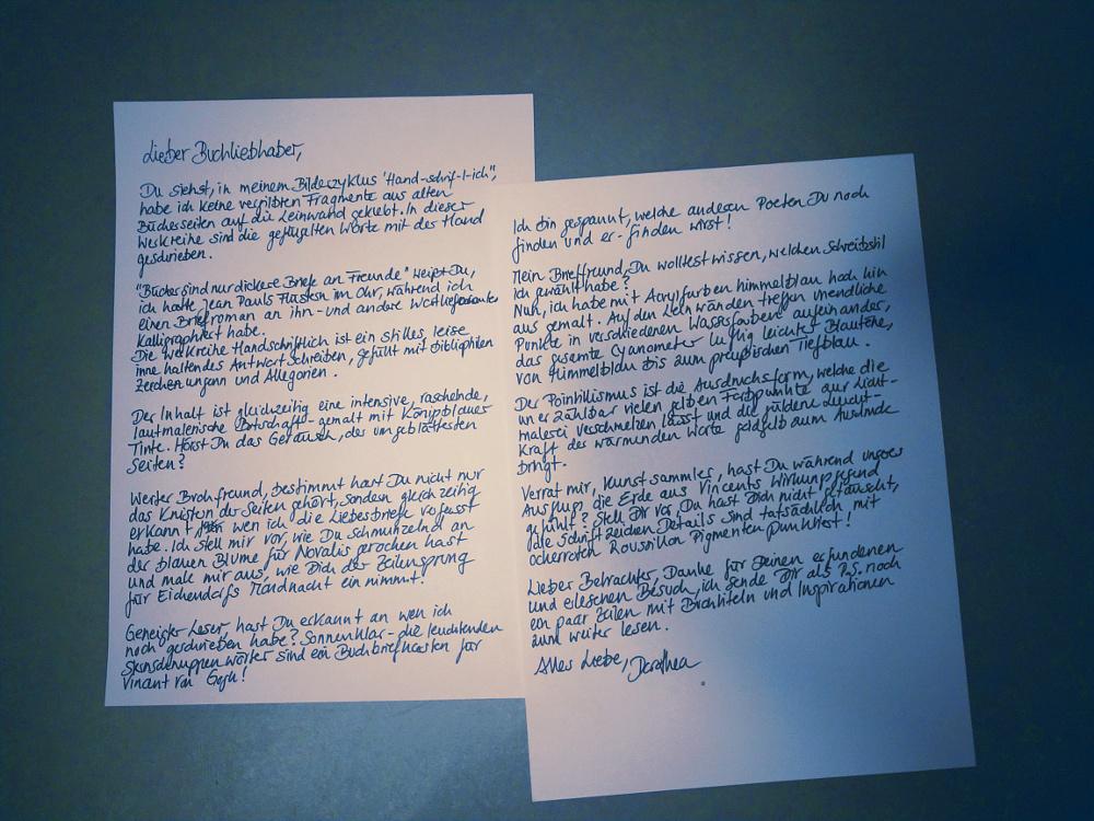 Erklärungen zur Werkreihe Handschriftlich. Brief an den lesenden Kunstliebhaber in welchem Dorothea Koch ihre surrealistische Werkreihe über Briefromane und Bücher beschreibt.